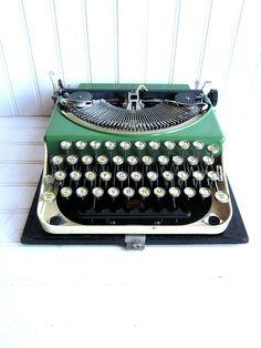 Vintage Typewriter Remington Portable (1920).