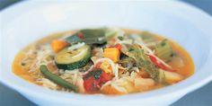 Crisp vegetables, breaded chicken and fresh Parmesan cheese make this easy Italian soup incredibly flavorful. Italian Vegetable Soup, Hearty Vegetable Soup, Italian Vegetables, Italian Soup, Vegetable Soup Recipes, Chicken And Vegetables, Chicken Recipes, Korma, Biryani