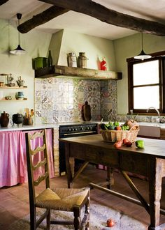 Not this style, but I like the tile placement Cottage Kitchens, Modern Farmhouse Kitchens, Farmhouse Style, Country Interior, Home Interior Design, My Furniture, Kitchen Furniture, Kitchen Colors, Kitchen Design