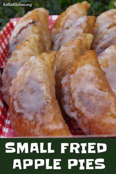 Apple Hand Pies, Fried Apple Pies, Mini Apple Pies, Fried Hand Pies, Fried Fruit Pies Recipe, Chocolate Fried Pies, Chocolate Fudge Pie, Pecan Pies, Apple Dessert Recipes