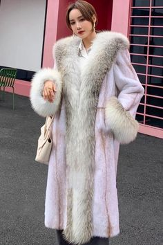 Fur Coat Outfit, Fur Coat Fashion, Black Fur Coat, Fox Fur Coat, Fur Collar Coat, Fur Collars, Mink Fur, Winter Fashion Outfits, Girly Outfits