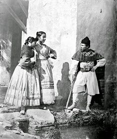 Vintage Pictures, Old Pictures, Spanish Costume, Traditional Dresses, Folk, Costumes, Statue, Murcia Spain, Character Reference