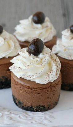 Mini Kahlua Cheesecakes Recipe .......chocolate, chocolate, chocolate give me more chocolate!!