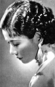 Ruan Lingyu (阮玲玉) Chinese actress in silent film period in the Old Shanghai, Movie Prints, Chinese Actress, Silent Film, Vintage Movies, Famous Faces, Drama, Vintage Beauty, Asian Woman