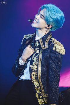 That pic describes me. Damn u park Jimin. And ur blue hair.but I live u.and especially that blue hair in u! Namjoon, Taehyung, Seokjin, Bts Jimin, Bts Bangtan Boy, Bts Boys, Jimin Hair, Bts Jungkook, Park Ji Min