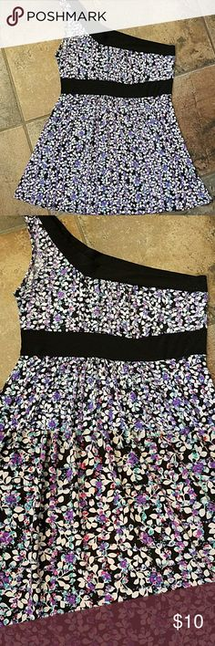 Pretty Wet Seal baby doll cami Pretty floral Wet Seal cami.  Stretchy fabric.  Some pilling wear arm ruined against on the side without a strap.  Shouldn't show too much since arm will cover it.  Otherwise great condition. Wet Seal Tops Camisoles