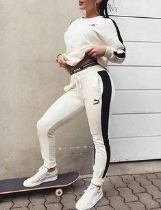 Julielingma - puma long sleeve t, puma leggings, white puma shoes model fas Dope Outfits, Sport Outfits, Casual Outfits, Fashion Outfits, Chill Outfits, Baddies Outfits, Athletic Outfits, Athletic Wear, White Puma Shoes
