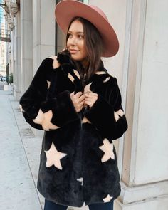This is our absolute FAV faux fur jacket of the season! This is our absolute FAV faux fur jacket of the season! Rainy Morning, We Wear, How To Wear, Cute Coats, Fuzzy Jackets, Show Me Your, Faux Fur Jacket, Mornings, Passion For Fashion