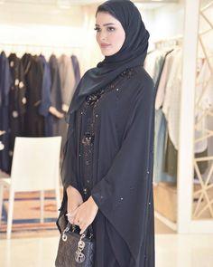Repost with خلال افتتاح معرض هي النسخه الصيفيه رايكم بالعبايه Earlier this week at Heya in is always a good choice for abaya Burqa Designs, Abaya Designs, Niqab, Islamic Girl Pic, Modern Abaya, Moslem Fashion, Black Abaya, Arab Women, Abaya Fashion