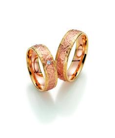 Zweifarbige Trauringe von Fischer # Trauringe #Eheringe #wedding #weddingbands #Hochzeit #Gold #Rotgold #Ringe #bicolor