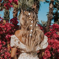 Best Coachella 2019 hair and hairstyles from Weekend 1 Coachella Hair, Coachella Looks, Style Boho, Look Boho, Loose Braids, Messy Braids, Music Festival Fashion, Festival Hair, Colored Hair Extensions