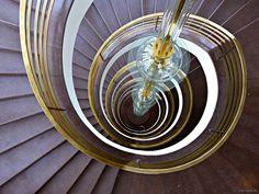 Treppenhaus der IG Metall - http://smg-treppen.de/treppenhaus-der-ig-metall/ Das Treppenhaus der IG Metall, ein Meisterwerk von Mendelsohn ist zentraler Anlaufpunkt, Kommunikationsplattform und Verbindungselement in einem.