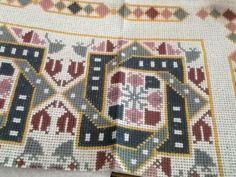 Cross Stitch Borders, Cross Stitch Flowers, Cross Stitch Designs, Cross Stitch Patterns, Beaded Embroidery, Cross Stitch Embroidery, Embroidery Patterns, Palestinian Embroidery, Cross Stitch Needles