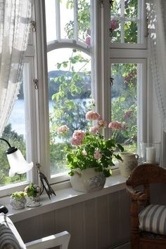 Country Cottage Style window view of the lake with pink roses Cottage Living, Cottage Homes, Cottage Style, Lake Cottage, White Cottage, Cottage Chic, Lakeside Cottage, Ventana Windows, Interior Exterior