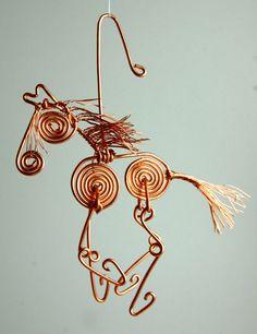 copper wire horse ornament Cowboy Crafts, Horse Crafts, Horse Jewelry, Animal Jewelry, Horseshoe Crafts, How To Make Ornaments, Ornaments Ideas, Copper Art, Beaded Ornaments