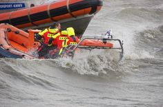 Golven spoelen over de reddingboot. Foto : G.Post