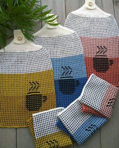 Litt bestillingsstrikk :)Kjøkkenkluter og håndklær i vevstrikk 💛💙❤Strikket i Anna og Claras bomull... Knitting Patterns Free, Free Knitting, Crochet Patterns, Yarn Crafts, Crochet Ideas, Knit Crochet, Mosaic, Diy, Crochet Pattern