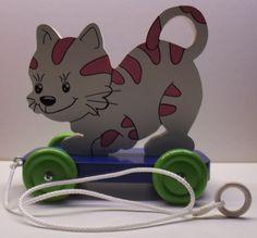 Jouet à tirer en bois motif chantourné chat rose