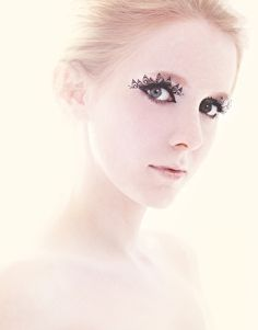 Paperself Paper Lashes - Peacock (Paper falsh eyelashes inspired by fairy tales and forests)
