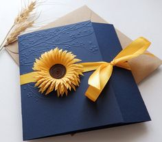A beautiful wedding invitation with blue dark card stock , yellow satin ribbon and handmade sunflower, manual fringed paper with scissors . All the process is made by my hand ( emboss card, cut the paper etc.) Contact me if you need something customized. ~~~~~~~~~~~~~~ Invitation measures 14 X14 cm (5 1/2 X 5.1/2 inch) when closed. The price includes black text printed inside and assorted envelope. Paper I used is recycled paper 280gsm ~~~~~~~~~~~~~~ The sample comes with assorted envelope…