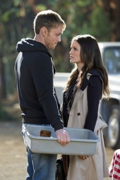 """""""Bachelorettes and Bullets"""" - Pictured (L-R): Wilson Bethel as Wade and Rachel Bilson as Dr. Zoe Hart in HART OF DIXIE on THE CW. Photo: Doug Hyun /The CW The CW Network. All Rights Reserved. Hart Of Dixie Wade, Zoe And Wade, Zoe Hart, Zoe Zoe, Wade Kinsella, Wilson Bethel, Tv Couples, Cutest Couples, Rachel Bilson"""