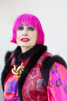 The Iconic Dame Zandra Rhodes Best Picture For Advanced Style aging gracefully For Your Taste You are looking for something, and it is going to tell you exactly what you are looking for, and you didn' Ari Seth Cohen, Punk Fashion, Womens Fashion, Fasion, Style Fashion, Zandra Rhodes, Advanced Style, Handmade Dresses, Love Her Style