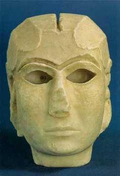 La Dama de Warka (Uruk) (Período de Uruk, mármol blanco, h. 3000 a.C., Musea de Irak, Begdad) Arte sumerio