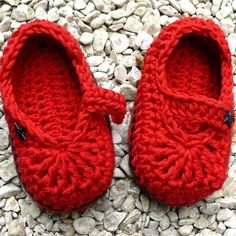 Crochet Baby Shoes. I need to learn how to make these. I love them.