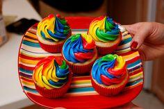 Primary Swirl Cupcakes yummm! Those are so sweet lookin!