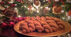 Κουλουράκια πορτοκαλιού και κανέλας Gingerbread Cookies, Vegan, Table Decorations, Cooking, Desserts, Food, Gingerbread Cupcakes, Kitchen, Tailgate Desserts