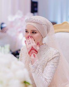 Red Henna, White Henna, Henna Mehndi, Mehendi, Wedding Henna Designs, Mehndi Desing, Hijabi Girl, Bridal Henna, Minimalist Design