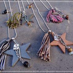 SHOP NOW || Hoe leuk zijn deze kettingen?? Ontworpen en handgemaakt in eigen atelier. Shop ze nu, verkrijgbaar in 4 verschillende najaarstinten. #necklace  #jewelry #autumn #new #shopping