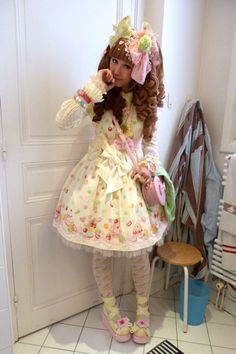 http://lunie-chan.livejournal.com/39991.html  Angelic Pretty Dreaming Macaron