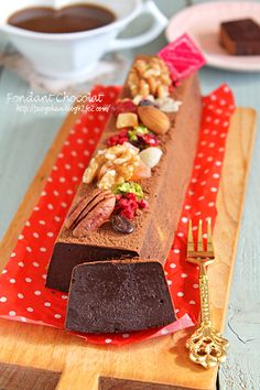 Delicious even with cold even in a warm ☆ rich smooth chocolate cake Sweets Recipes, Cake Recipes, Desserts, Old Fashioned Sweets, Modern Cakes, Dessert Decoration, Chocolate Cake, Bakery, Food And Drink