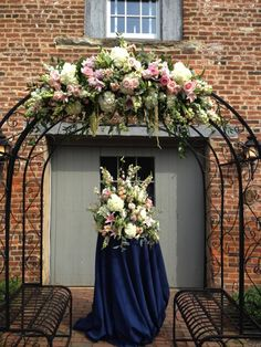 wedding arch.. Dig just the top in flowers. Not crazy about that wild center piece