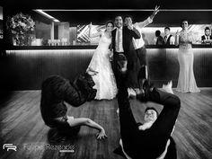 Encerro a retro deste ano com o casamento de Marina e Bruno esta foto representa para mim muito do que eu acredito como fotógrafo: que mais do que clientes os casais são meus amigos! Obrigado 2016 pelas lições! Que venha 2017! Pic by @gustavoflauzino