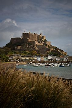 Mont Orgueil Castle, Gorey, Jersey, Channel Islands, dates from Good position to build a fortress. Great Places, Places To See, Beautiful Places, Jersey Channel Islands, Guernsey Island, Uk Holidays, Great Britain, Places To Travel, Castle