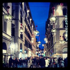 Via dei Calzaiuoli (street in Florence, nice to go at night) MW