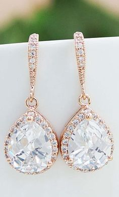 Perfect rose gold earrings for your wedding!