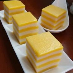 Singapore Home Cooks: Pumpkin Layer Kueh by Janice Looi Thai Dessert, Dessert Dishes, Dessert Recipes, Indonesian Desserts, Asian Desserts, Chinese Desserts, Asian Snacks, Malaysian Dessert, Malaysian Food