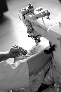 #studio #woman #hands #sewing #machine #iutta