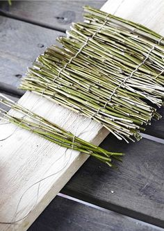 78 Superb DIY Headboard Ideas for Your Beautiful Room Twig Crafts, Nature Crafts, Diy Home Crafts, Garden Climbing Frames, Diy Jardin, Twig Furniture, Small Yard Landscaping, Deco Nature, Willow Weaving