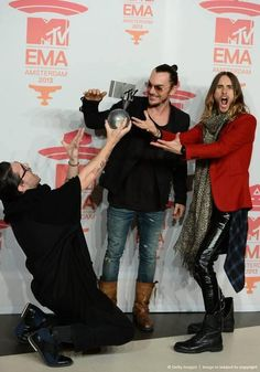 Look at MARS :) so happy for them. pic.twitter.com/GAcjnx0aJ4