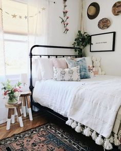 10 Dorm Rugs That Will Totally Transform Your Room 10 Wohnheimteppiche, die Ihr Zimmer komplett verw Dream Rooms, Dream Bedroom, Cozy Bedroom, Bedroom Inspo, Bedroom Ideas For Small Rooms Cozy, Trendy Bedroom, Bedroom Girls, Kid Bedrooms, Boho Teen Bedroom