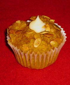 Tim Hortons Pumpkin Spice Muffins Use fresh pumpkin purée when in season, otherwise plain unsweetened canned will do. Also, can omit the icing for a breakfast muffin (vs. Tim Hortons, Pumpkin Recipes, Fall Recipes, Pumpkin Spice Muffins, Pumpkin Bread, Cheese Pumpkin, Starbucks, Muffin Recipes, Quiche Recipes