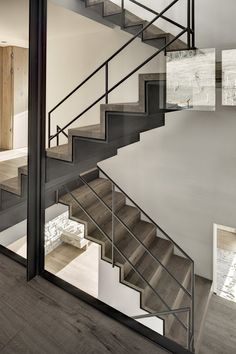 Architecture: Contemporary House Design with Nature Surrounding, Haus Wiesenhof by Gogl Architekten. Amazing Iron Covered by Wooden Staircase Design Interior Staircase, Staircase Design, Interior Architecture, Stair Handrail, Staircase Railings, Staircases, Escalier Design, Steel Stairs, Stair Detail