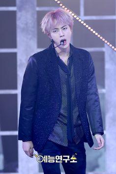 I love Jins intense expressions!!!
