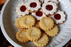 Eggnog stars, a great recipe from the category biscuits & cookies. Christmas Candy, Christmas Cookies, Cake & Co, Biscuit Cookies, Christmas Morning, Vegan Desserts, Great Recipes, Bakery, Food And Drink