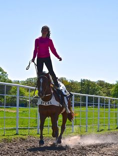 Lindsay George Byers doing the Hippodrome on her horse Valley Girl. Rodeo, English Horses, Trick Riding, Valley Girls, Horse Tips, Cowboy And Cowgirl, Horse Stuff, Vaulting, Saddles