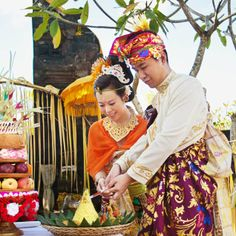 Sharon and Tom cut into a pineapple as part of the Balinese blessing ceremony